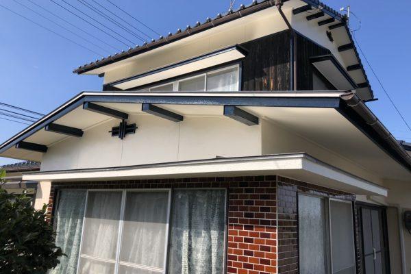 伊予市U様邸屋根塗装工事。軒天、庇天大工工事及び塗装工事